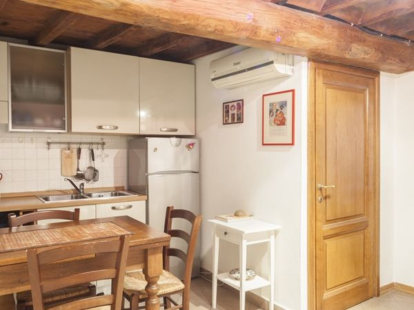 Lambertesca 8 (sleeps 2+2)