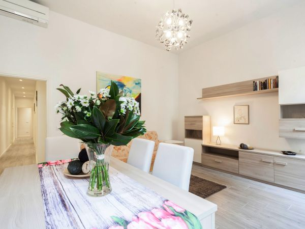 Verrazzano first floor (sleeps 4+2)